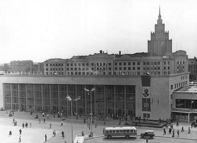 20 июля 1960 года. Рига. В день открытия нового пассажирского здания ж/д вокзала.