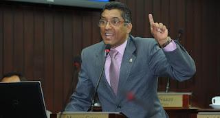 Diputado del PLD Marcos Cros agrede policía y despoja de su macana; trata de justificar acción bandálicas