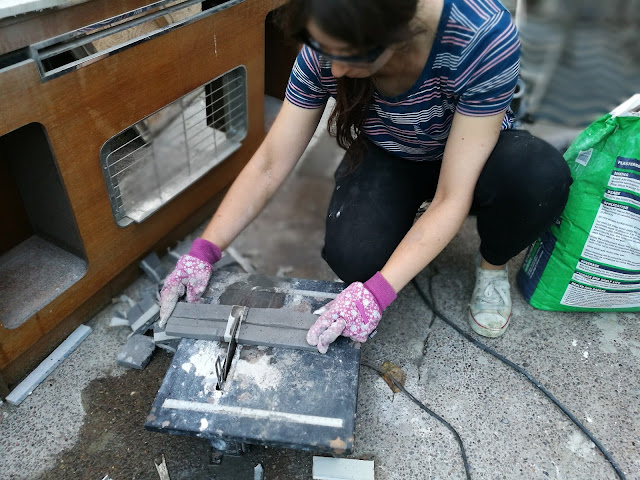 cutting tiles with a wet tile saw