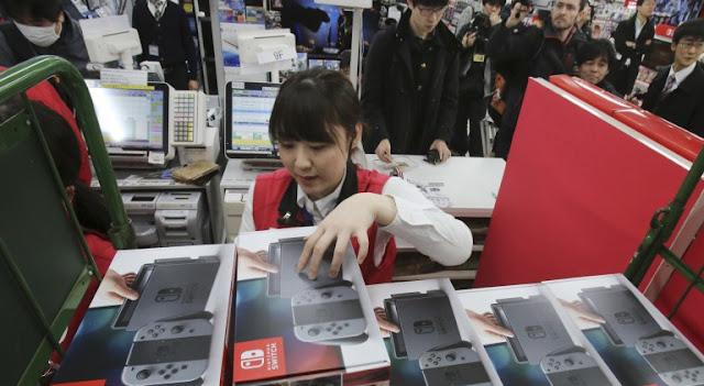 في اليابان يتم بيع أجهزة Nintendo Switch عن طريق السحب العشوائي !