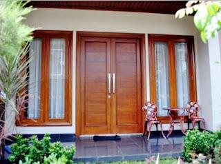 Contoh model gambar kusen kayu pintu dan jendela minimalis bagus.