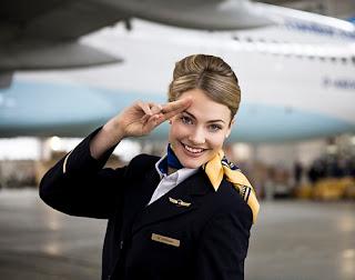Tiếp viên hàng không biết tiếng Đức đang còn thiếu