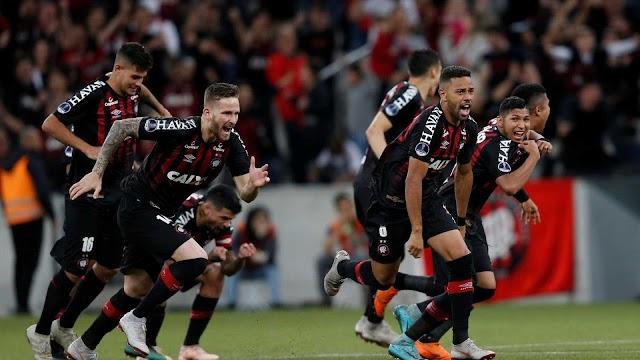 Atlético-PR bate Bahia nos pênaltis e pega Fluminense na semi