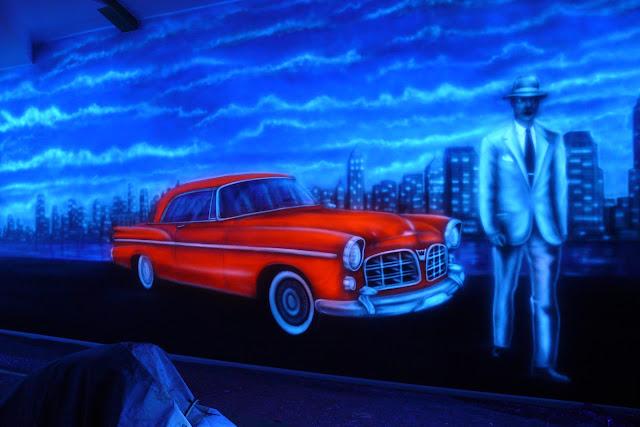 Malowanie obrazu farbami UV, obraz świecący w ciemności, malowidło ścienne wykonane w kręgielni, Wrszawa
