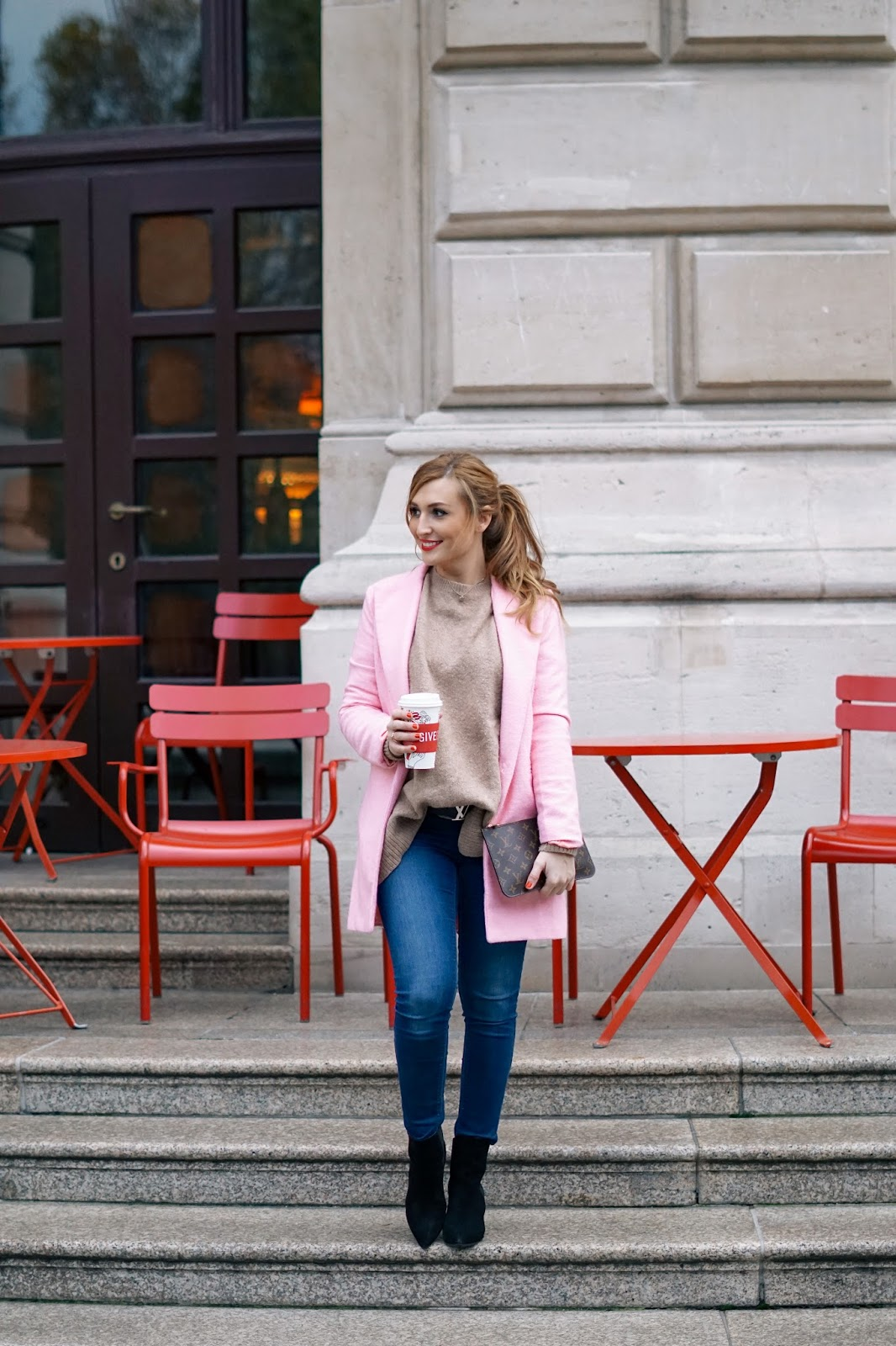 wie-stylt-man-einen-rosa-mantel-camelpullover-in-rosa-kombinieren-wie-kombiniere-ich-einen-rosa-mantel--Deutsche-fashionblogger-blogger-aus-deutschland-fashionstylebyjohanna-frankfurt-blogger-blogger-aus-Frankfurt