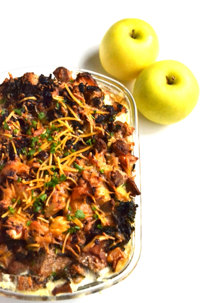 Sausage and Apple Breakfast Strata is simple to make, full of flavor and nutritious with sautéed kale, onions, apples, whole-grain bread and eggs. Make ahead and eat during the week or serve to a crowd on the weekends! www.nutritionistreviews.com
