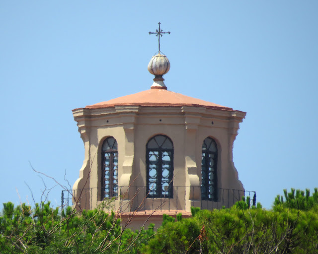 The lantern of the dome of Santa Caterina (Saint Catherine), beyond the trees of the Fortezza Nuova (New Fortress), Livorno