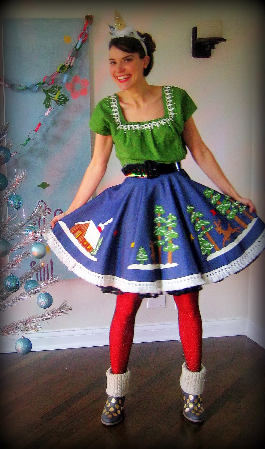 Cassie Stephens Diy Christmas Tablecloth To Skirt And