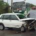 Acidente entre veículos termina em capotamento na antiga estrada do Forno do Lixo