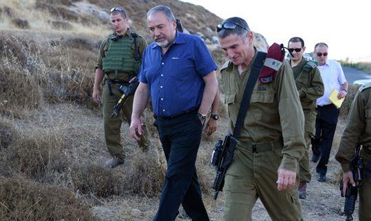 Avigdor Liberman con las IDF