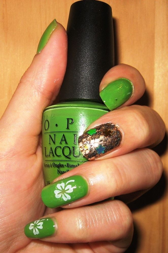 Nails by Ms. Lizard: Clover nail art