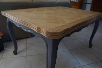 table-salle-a-manger-patinée-gris-marqueterie-décapée