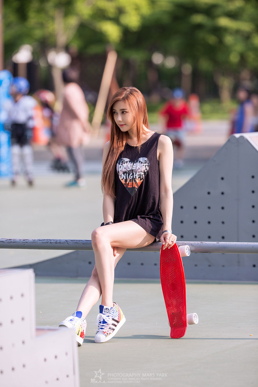 Kim HaYul Korean Girls Beautiful Teen Skater Girl on Park