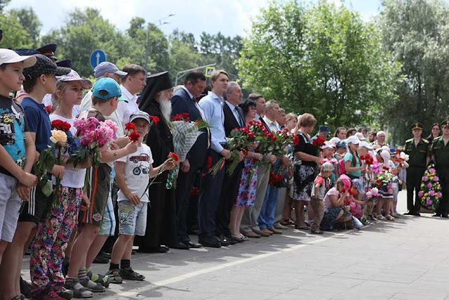 В Сергиевом Посаде возложили венки к Мемориалу Славы