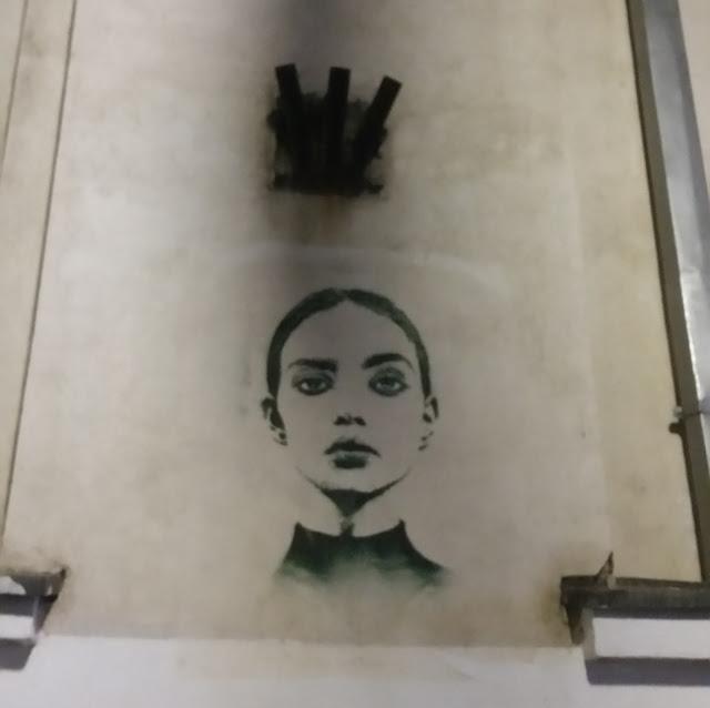 ציור קיר בודד. כמעט ולא ראינו אומנות רחוב.