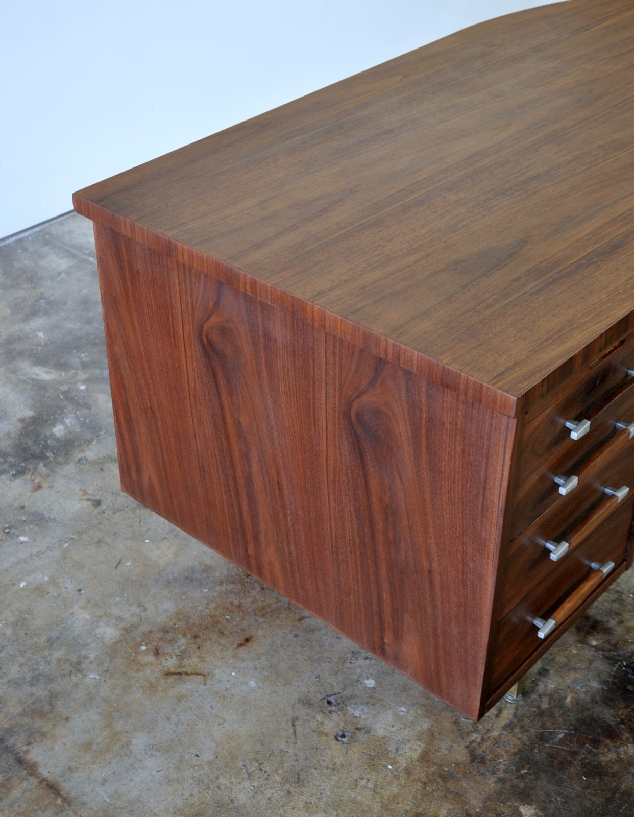 SELECT MODERN: Alma Large Boomerang Executive Desk