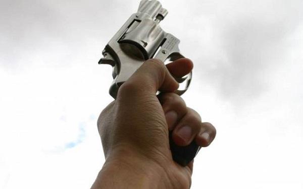 Quando atiramos para cima o que acontece com a bala? (Imagem: Reprodução/Fatos Desconhecidos)