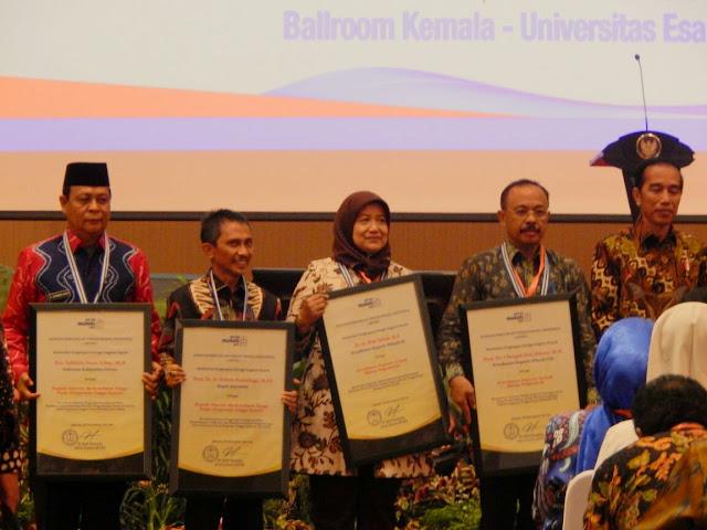 Peduli Terhadap Pendidikan, Paman Birin Raih APTISI Award 2017