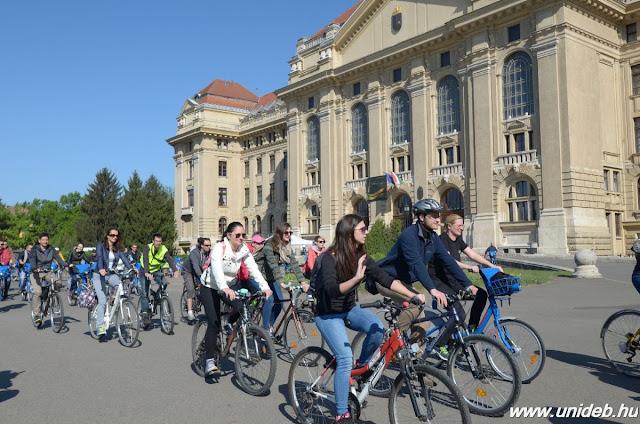 A kerékpáros esemény megmutatta, hogy az egyetem hallgatói és oktatói elkötelezettek a kerékpáros kultúra támogatásáért.