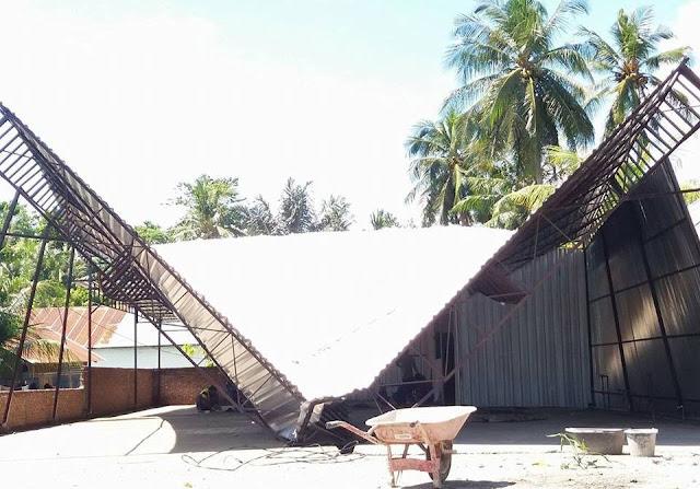 Diterjang Angin Kencang, Baliho SBj dan 15 Rumah Rusak di Belopa
