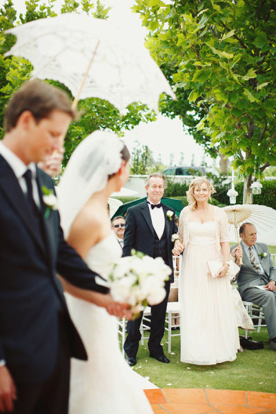 tips and info on who pays for what in weddings by oh lovely day