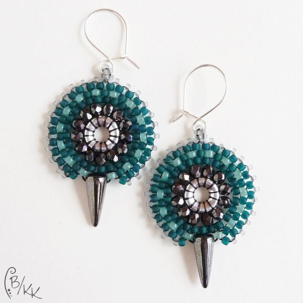 kolczyki brick stitch z kolcami | brick stitch spike earrings