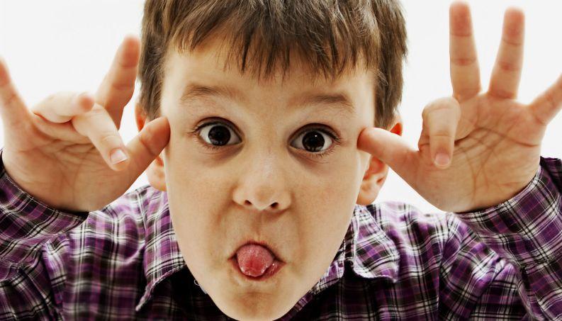 crianca-teimosa-desobediente-teimosia-mãe-pai-maternidade-filhos