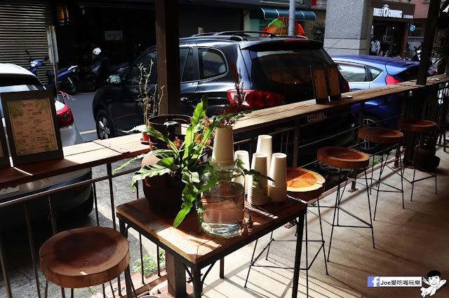 IMG 4758 - 【新竹美食】弄點咖啡COFFEE BAR -位於大遠百巷弄間的老屋咖啡廳,來這裡可以享受都市間的寧靜,甜點、飲品擺盤做工都非常的講究,價格也相當親民!