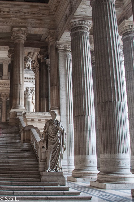 Escaleras del interior del palacio de justicia de Bruselas