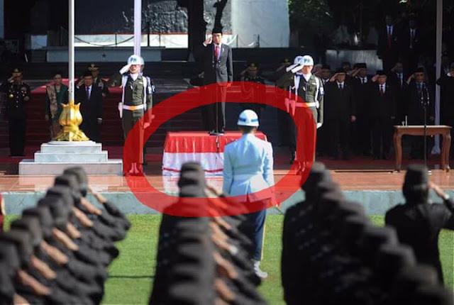 Jokowi 'Injak' Merah Putih Saat Hari Kesaktian  Pancasila