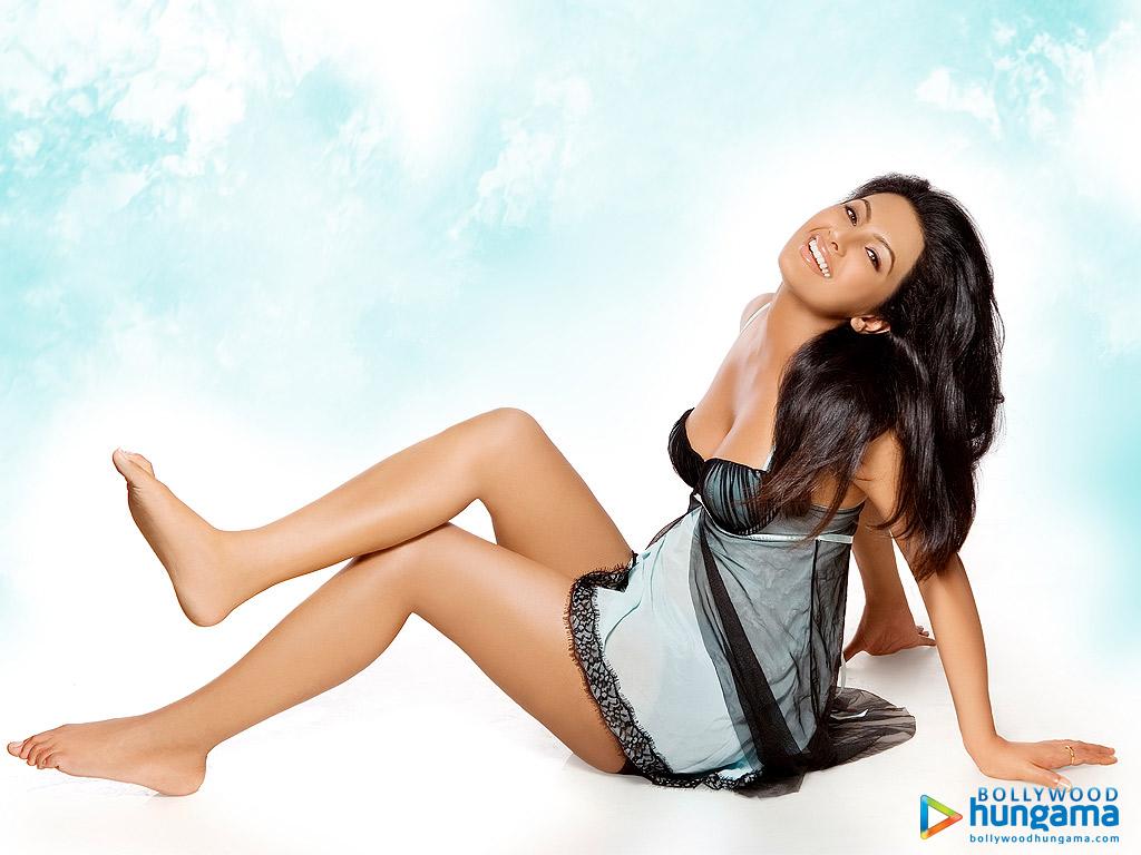 Decent Wallpapers For Girls Live Tv Very Beautiful Actress Geeta Basra
