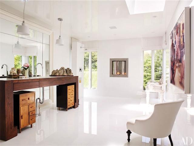 white bathroom in a beach house chicanddeco