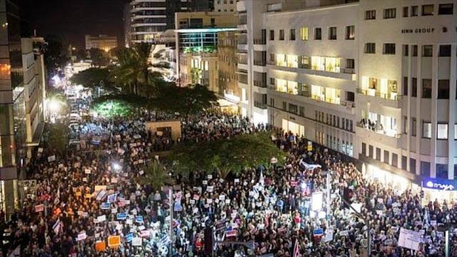 Miles de israelíes protestan contra la corrupción de Netanyahu