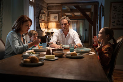 Pet Sematary 2019 horror movie still Jason Clarke Amy Seimetz