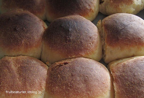 自家製レモン酵母で焼いたパンです。