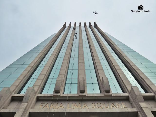 Perspectiva inferior da fachada do Edifício Faria Lima Square - Itaim Bibi - São Paulo