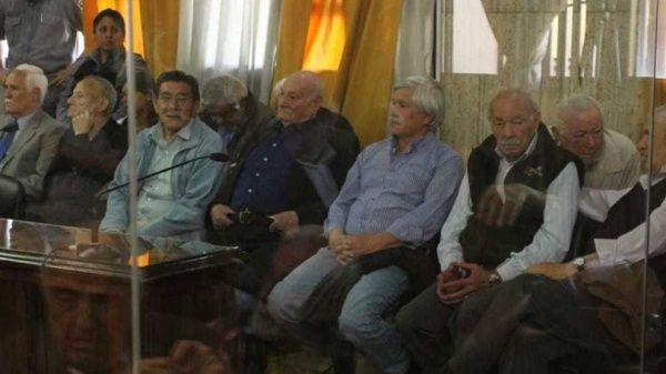 Dictan cadena perpetua a cinco represores de la dictadura argentina