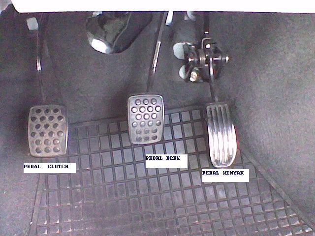 pedal clutach, pedal brek dan pedal minyak