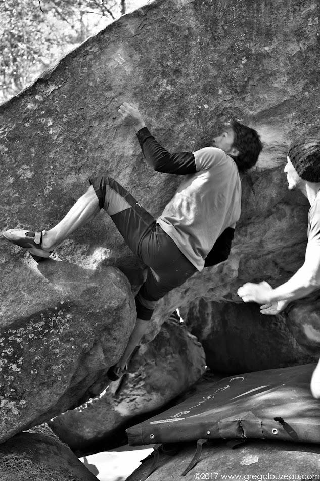 Franck dans le mur du Dolmen des vieux, 7A+, Apremont Désert, Fontainebleau