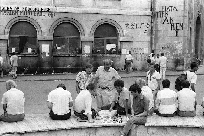 Bucarest, place de l'Université, © L. Gigout, 1990
