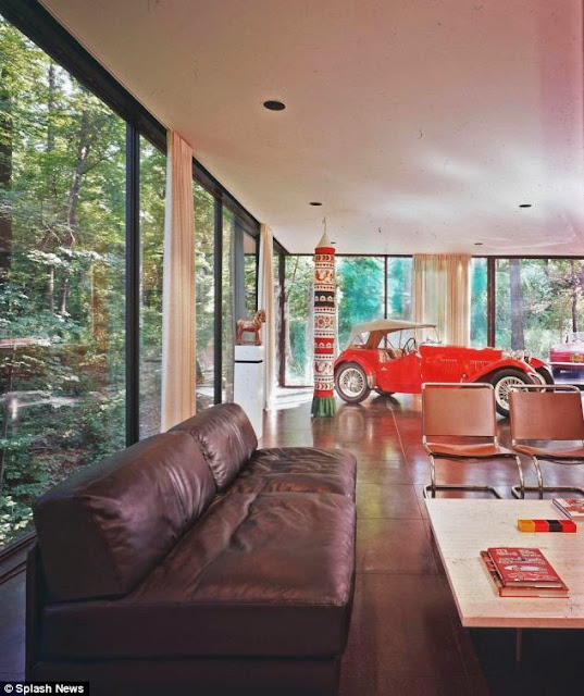 FERRIS BUELLER'S DAY OFF dans LACN et the ben rose house