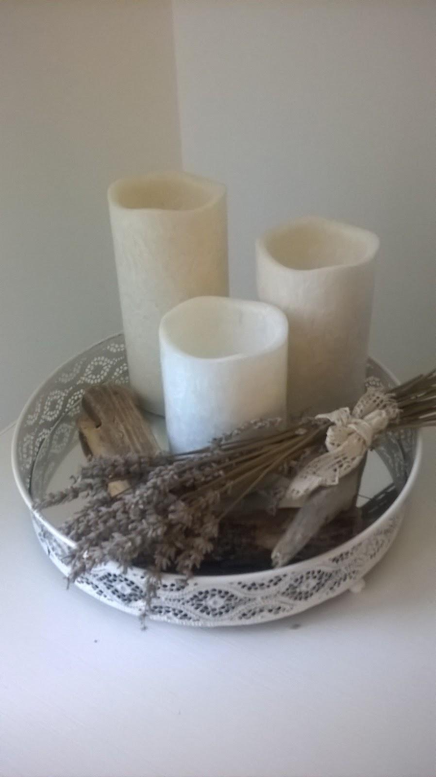 avec un plateau miroir et des bougies LED Action. J\u0027ai simplement  ajouté un bouquet de lavande offert par une amie et du bois flotté que l\u0027on  m\u0027a