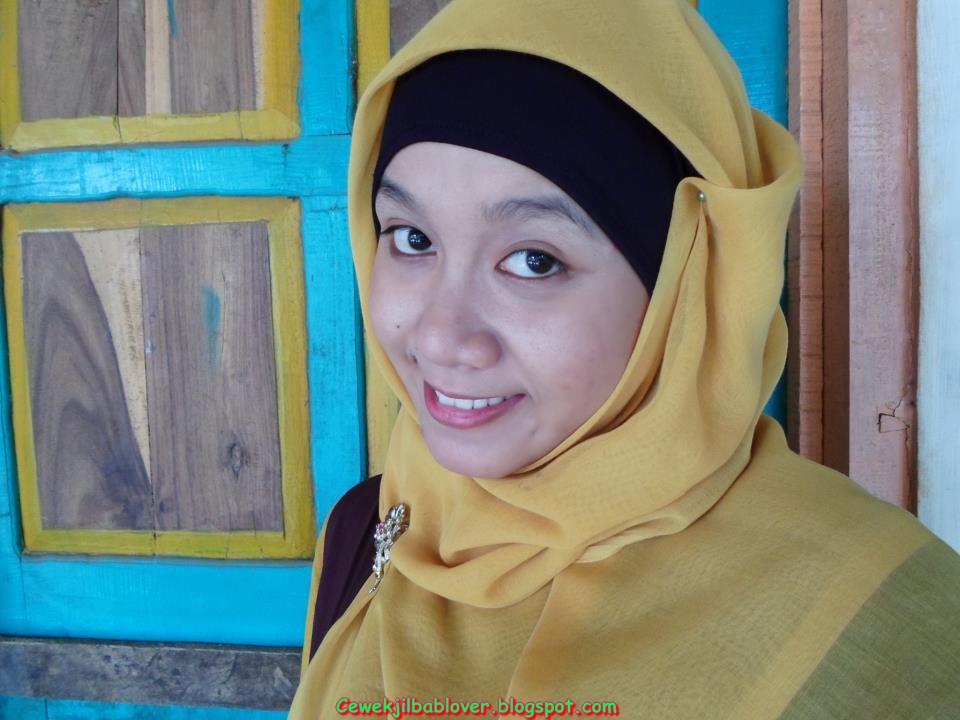 Foto Sekretaris Muda Cantik Memakai Hijab | Jilbab Kantor