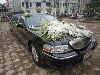 Cho thuê xe cưới siêu vip LINCOLN LIMOSINE tại Hà Nội