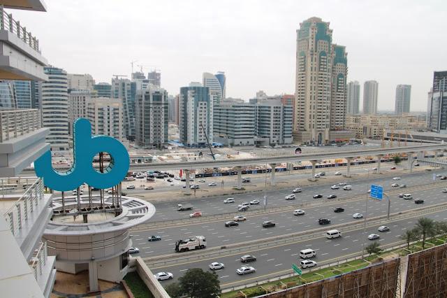 Dubai liikenne lasten kanssa
