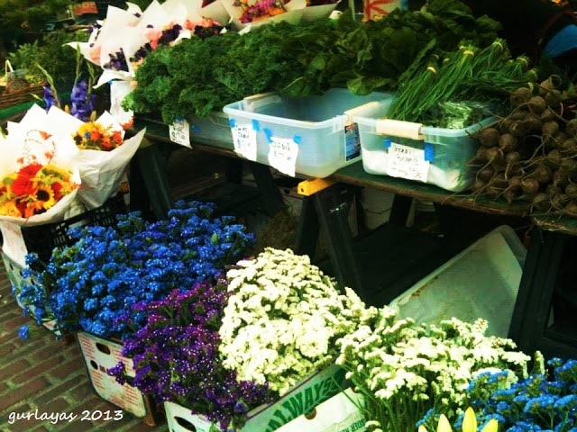 fresh flowers at pike place market seattle by gurlayas.blogspot.com
