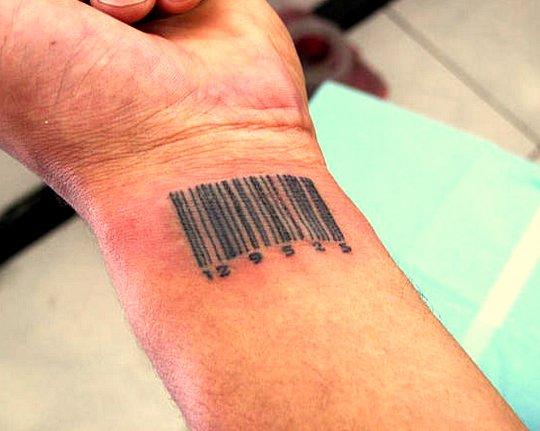 E chegará o dia do chip na mão direita ou o código de barras na testa.