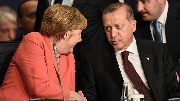 Παρέμβαση Μέρκελ στον Ερντογάν για την απελευθέρωση των δύο Ελλήνων αξιωματικών (βίντεο)