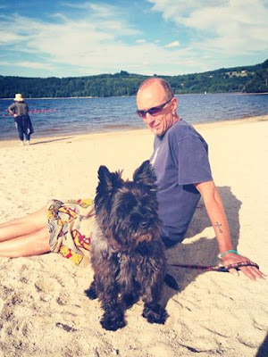 Peter and Eric le chien enjoying the Summer sun at Lac de Vassiviere