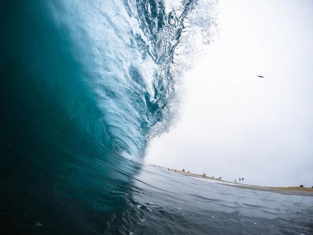 Ola cayendo, sueños con olas, el mar y las olas gigantes, tsunami
